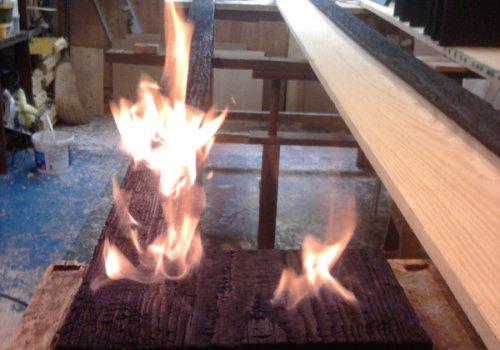 Cadre de bois brûlé