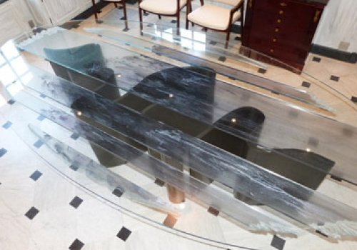 Table ovale en verre et soie