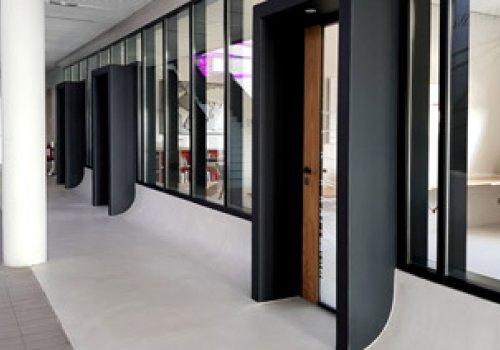 Bloc portes et murs de bureaux
