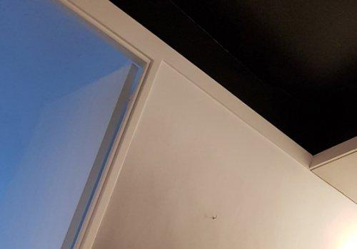Plafond noir et sa patine dégradée noir