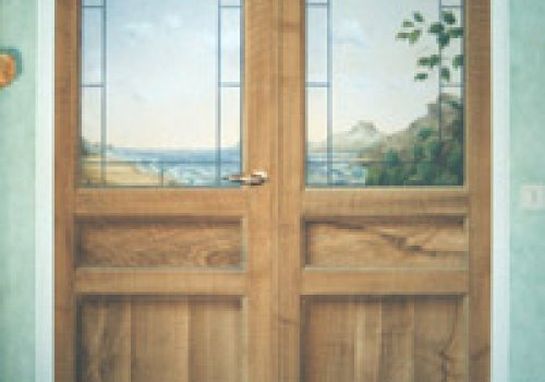 Double door fake wood and trompe l'oeil