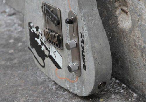 Guitare en béton Banksy