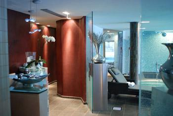 Moderne SPA: indoor swimming pool and jacuzzi | Artiste Peintre Décorateur DA-88